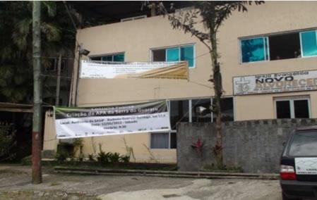 Figura 3. Faixas colocadas na comunidade Sítio Cachoeira e entrada da trilha de acesso à comunidade Prainha Branca
