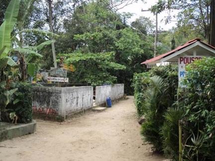 Figura 68. Casas de moradores locais que oferecem quartos para turistas e área para camping.
