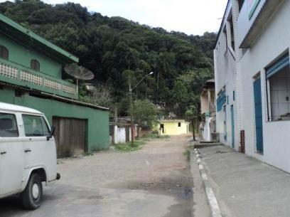 Figura 21. Ruas não pavimentadas em Vila Nova. Notar a expansão de casas na encosta.